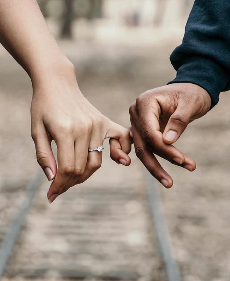 Sobre mãos dadas