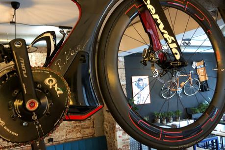 chyba najbardziej aerodynamiczny rower świata sygnowany przez Mistrza