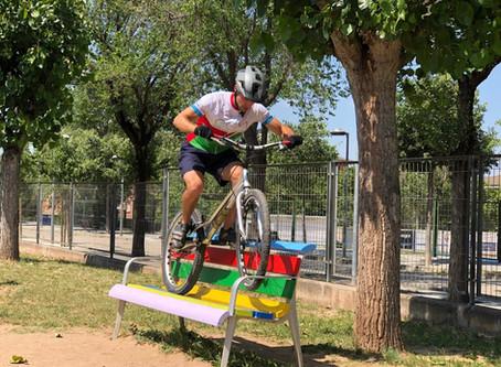 Exhibició Bici-Trial a l'escola Serra i Hunter de la Balconada