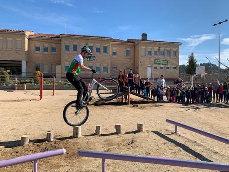 Exhibició de biketrial a l'Escola Barnola d' Avinyó