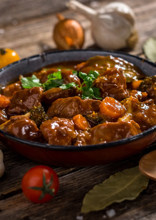 meat-stew-with-vegetable-on-rustic-woode