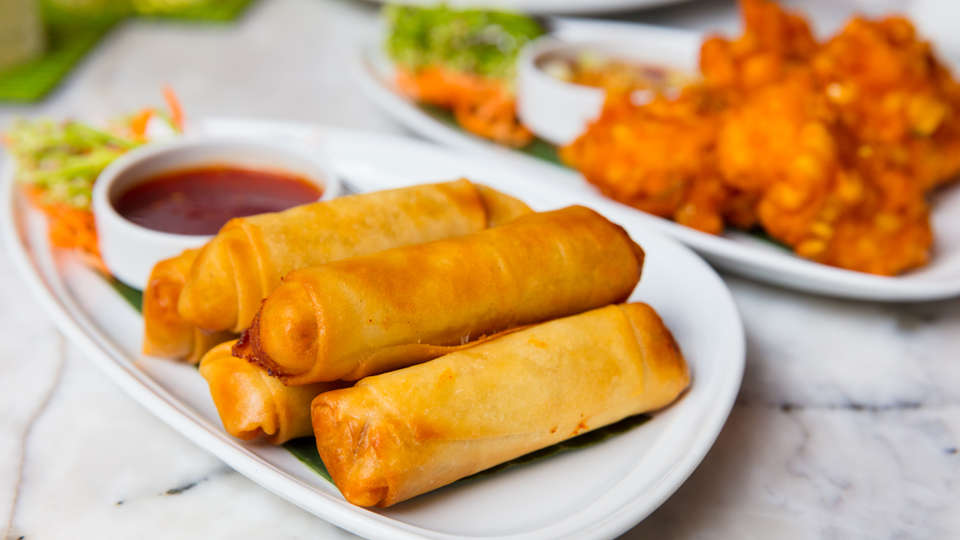 spring-rolls-and-fried-chicken-served-in