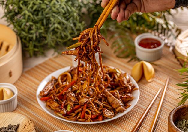 chicken-chow-mein-meal-PG8CA7S.jpg