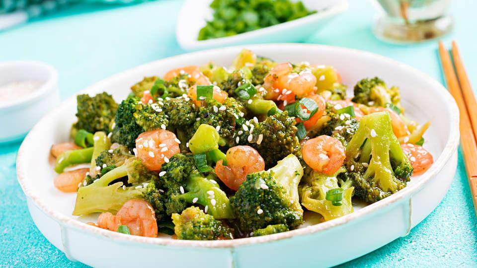 stir-fry-shrimp-with-broccoli-close-up-o