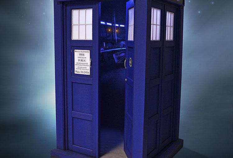 DR WHO 1/6 11TH DOCTOR TARDIS REPLICA