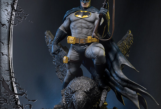 BATMAN DARK KNIGHT III STATUE