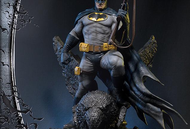 Batman  Dark Knight III Statue
