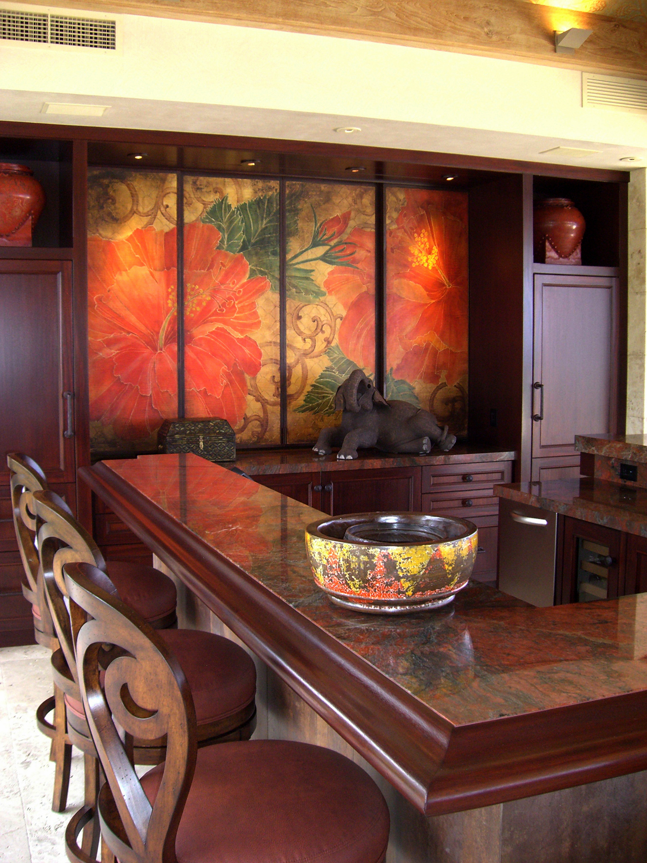 Hibiscus Big Screen TV Enclosure