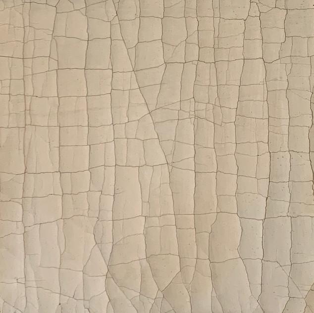 Warm Ivory / medium crack