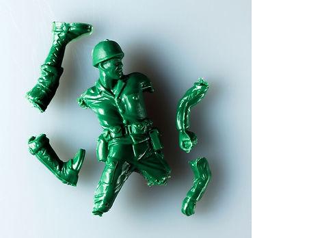 úrazy plastový vojáček.jpg