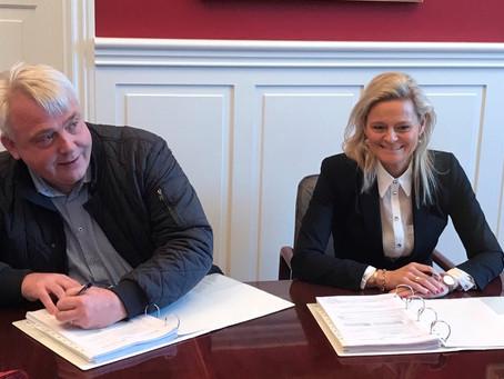 Kontrakt om udførelse af svømmehal underskrevet