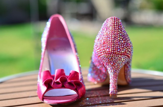 DIY Strass Stuart Weitzman wedding shoes strass light siam ab