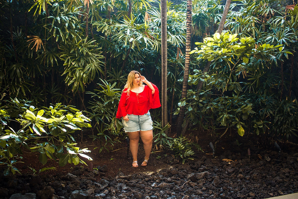 good american, showpo, rainforest, jungle, ootd, hawaii, big island, red, denim shorts