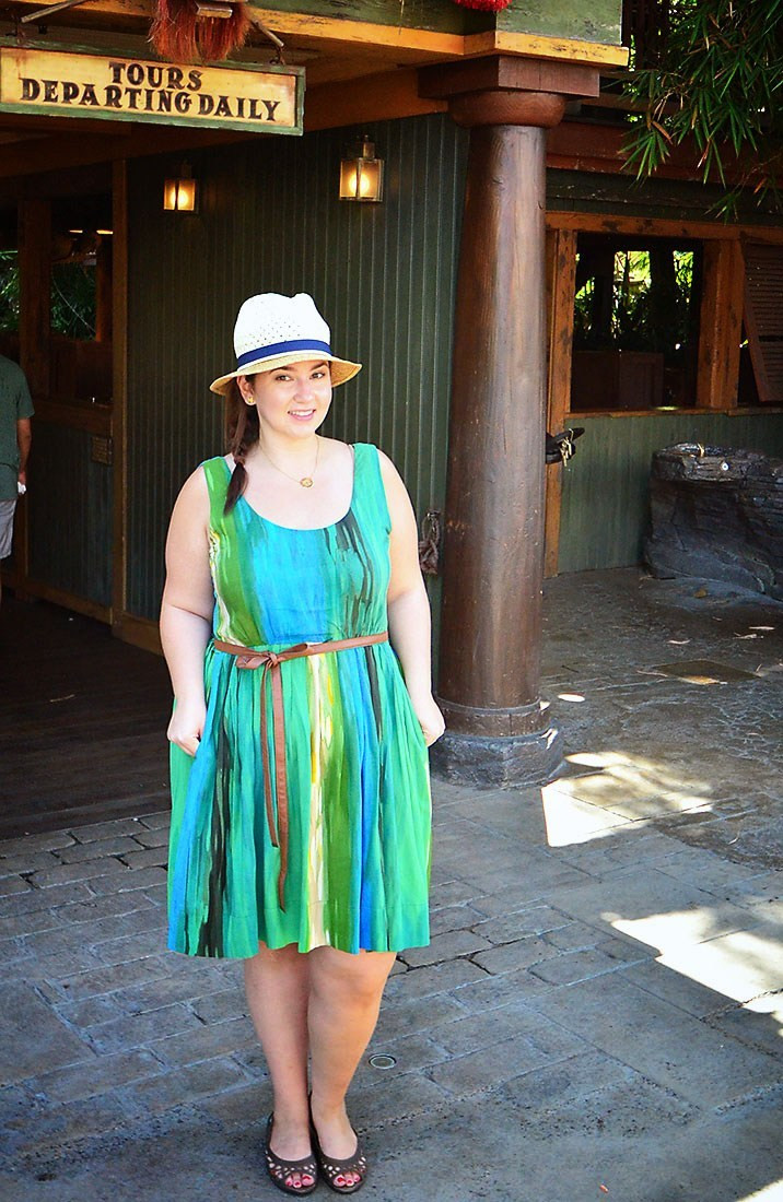 crystal coons plus size blogger disneyland ootd what to wear to disneyland