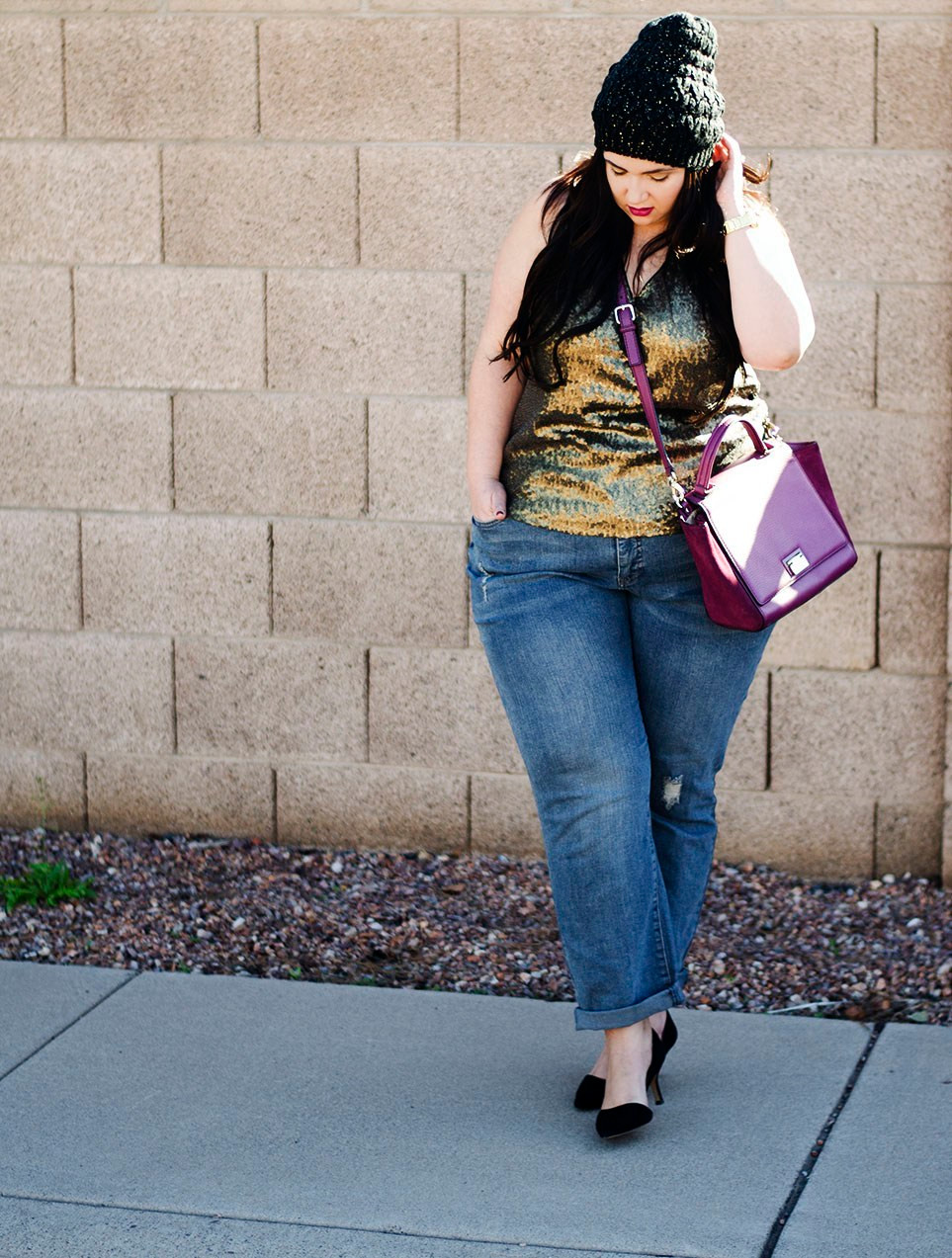 plus size sequin top boyfriend jeans casual look  how to wear sequins