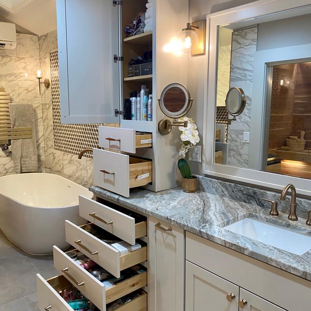 Large amount of storage of each side of vanity