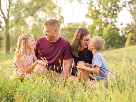 The Hess Family | Golden Hour Mini Session at Green Meadow Farm