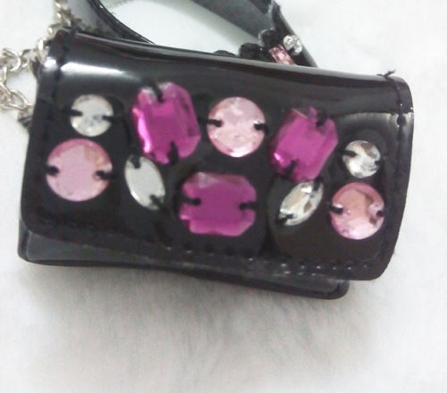 The sequins on the purse.