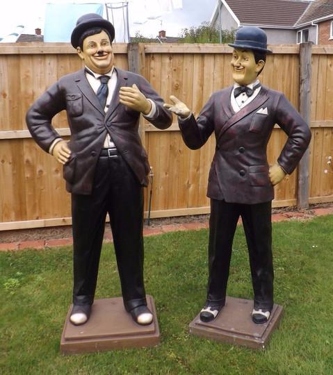 location décor statues Laurel et Hardy
