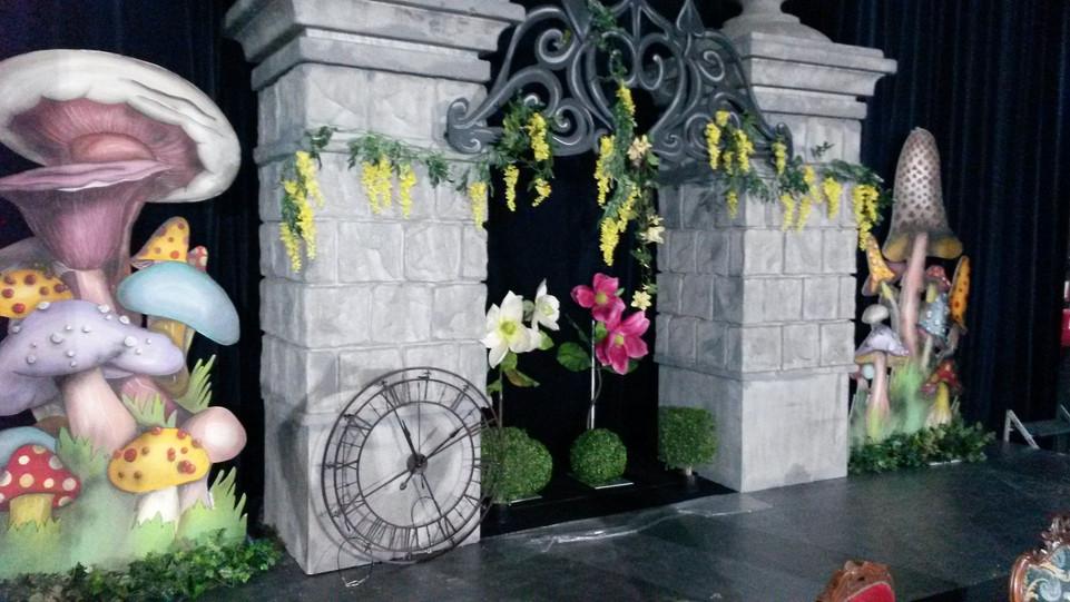location décor Alice au Pays des Merveil