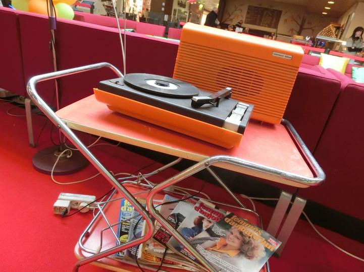 location décor tourne disque années 80
