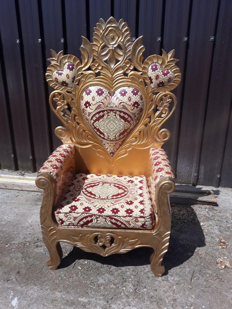 location trône Alice au Pays des Merveil
