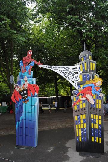 location décor arche spiderman super hér