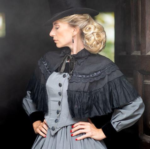 Ensemble gris capeline noire et haut-de-forme - Fin 19è siècle