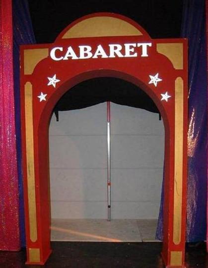 location décor porte de cabaret
