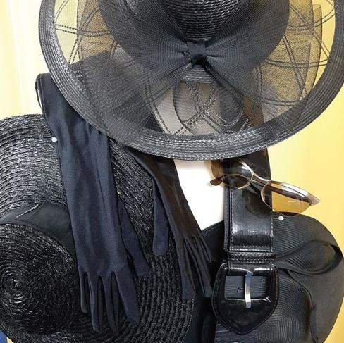 Chapeaux capelines noirs authentiques
