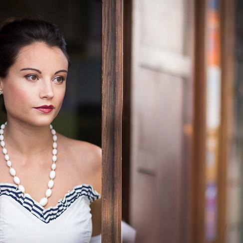 Robe bustier vintage et collier de perles