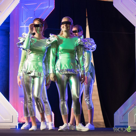 costume-futur-tournai-attitude-show.jpg