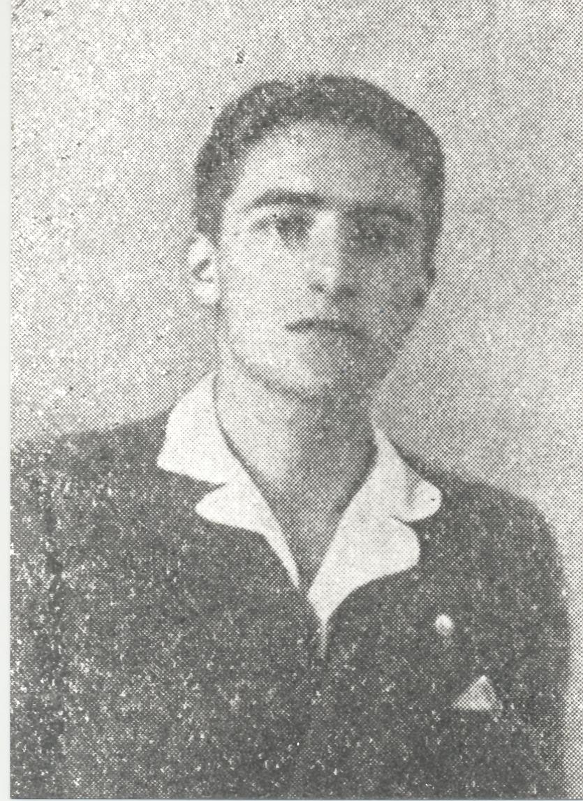 Studente_liceale,_all'occhiello_il_distintivo_di_AC,_Mortara_1933.