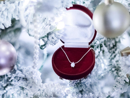Ragam Inspirasi Perhiasan Kado Natal untuk Orang Kesayangan Anda