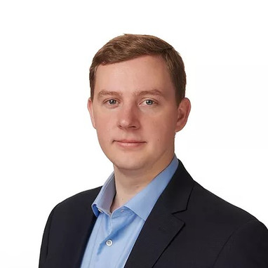 ROBERT KUFEL Associate  Rob is an Associate with RedCloud Capital. Rob joined RedCloud Capital in March 2019. Prior to joining the team, he was an Investment Analyst at Patricia Industries, the private investment arm of Investor AB focused on acquiring industry-leading healthcare, business services, and industrial businesses. Prior to joining Patricia Industries, Rob was an investment banking analyst with Stifel in the Electronics and Applied Technologies group. At Stifel, he worked on a combination of mergers and acquisitions, divestitures, public equity offerings and private capital raises.    Education: B.S. Binghamton University   Phone: 716.860.0160  Email: rob@redcloudcap.com