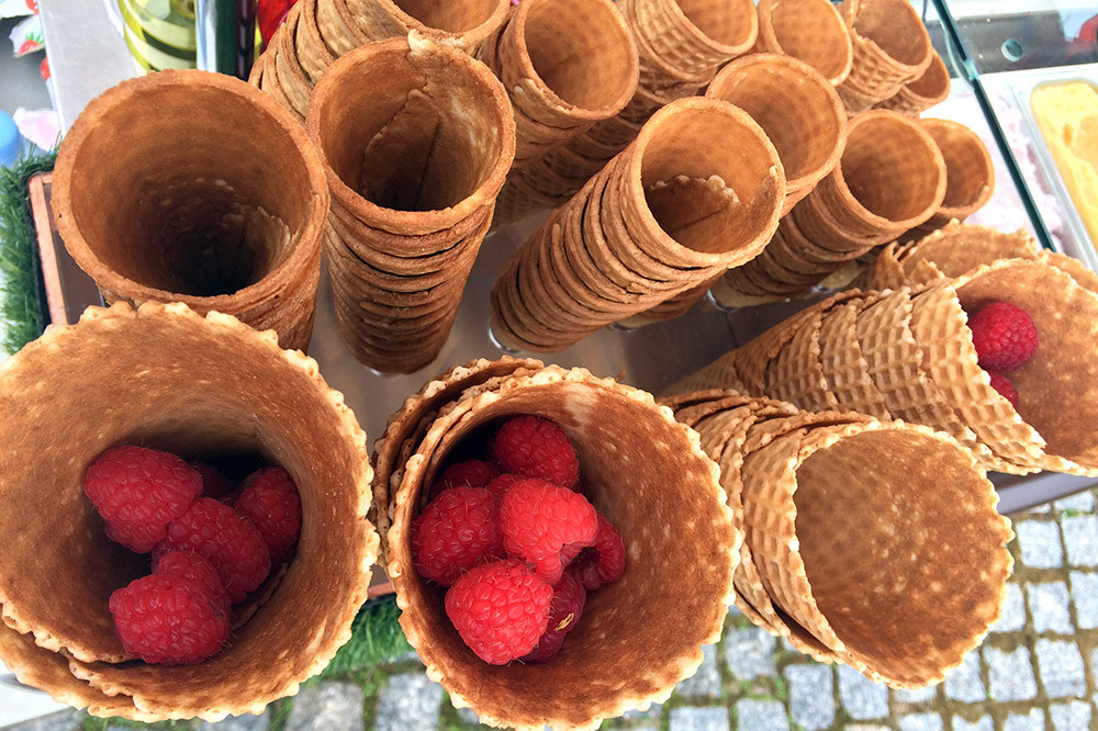 Рожки для мороженого, ягоды