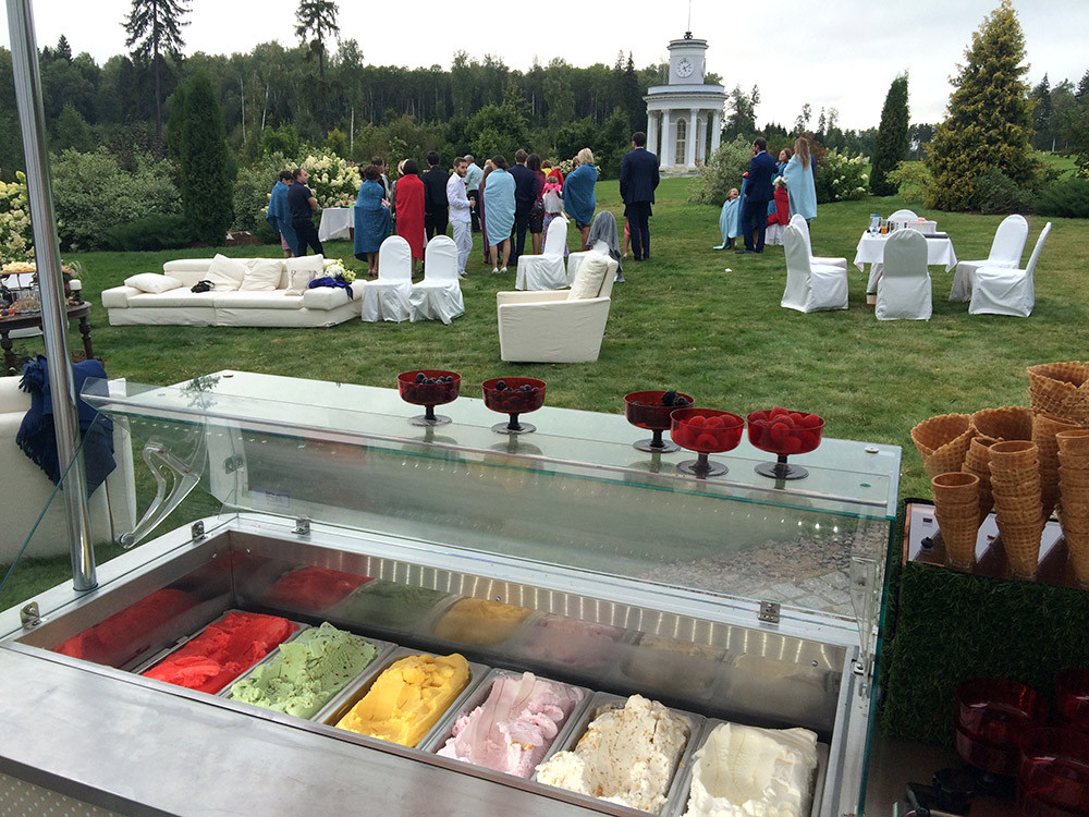 Тележка с мороженым на свадьбе