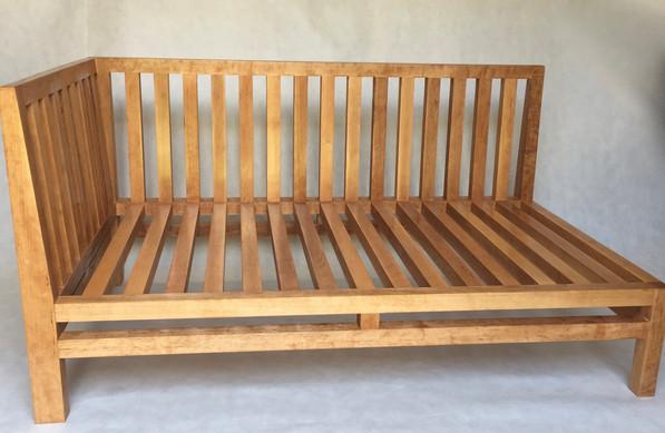 kanapa ogrodowa z drewna.jpeg
