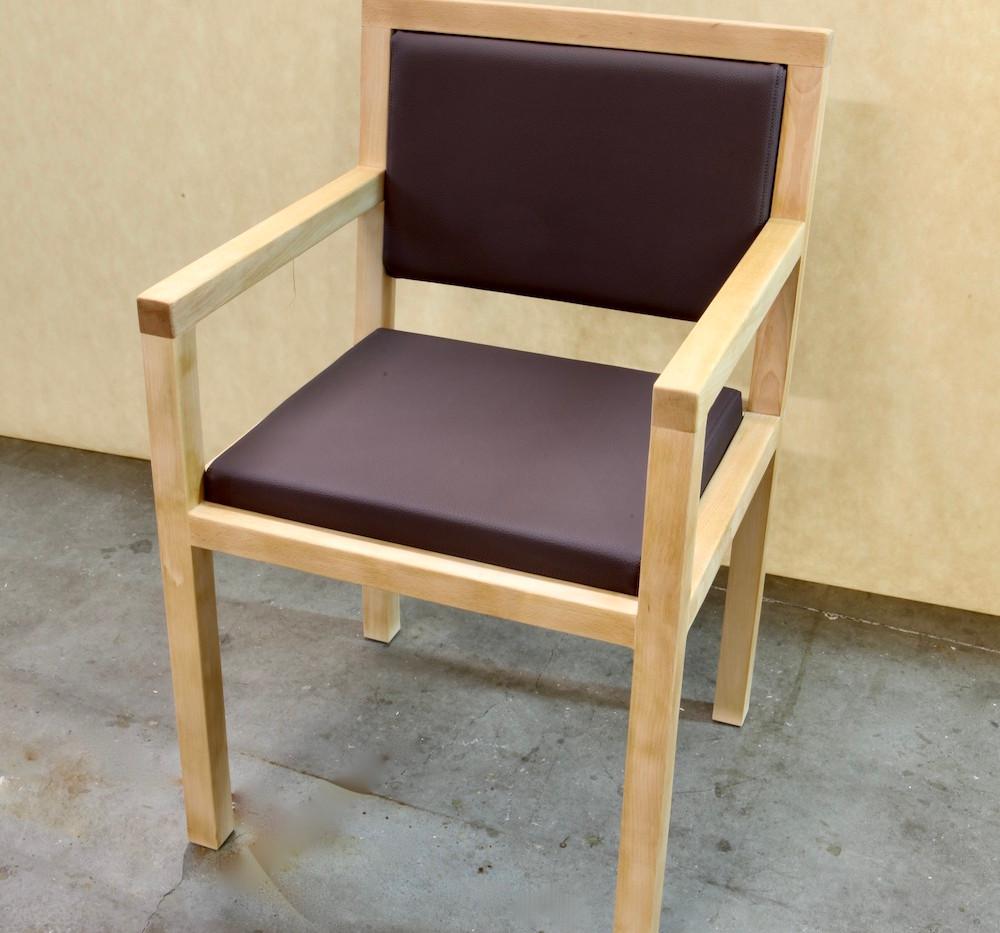 Stuhl Buche und Leder.jpeg