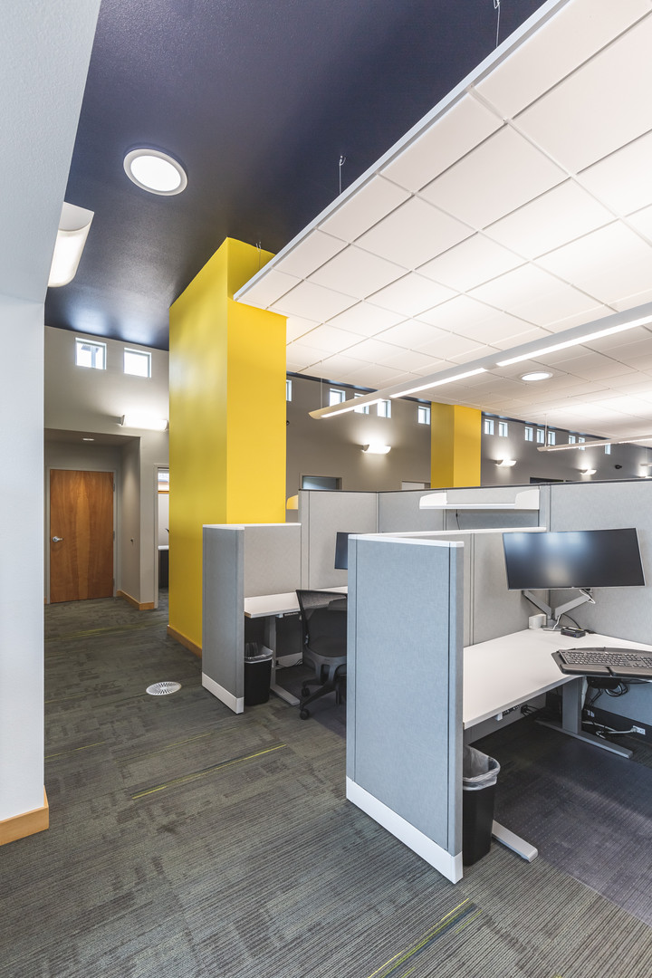 COMMERCIAL OFFICE INTERIOR