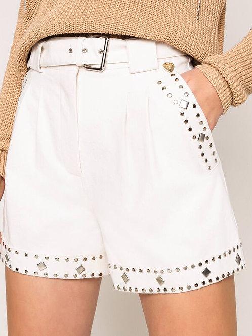 Shorts con borchie e cintura