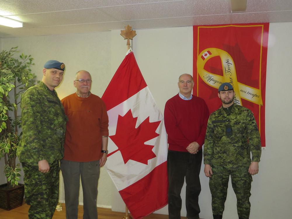 Messieurs Maillet et Desgagné, membres des Forces canadiennes , monsieur Benoît Proulx, intervenant psychosocial et monsieur Jacques Vézina, directeur général