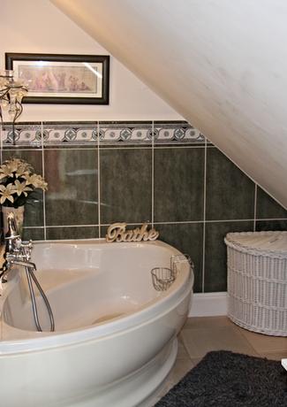 Emerald Room Bath
