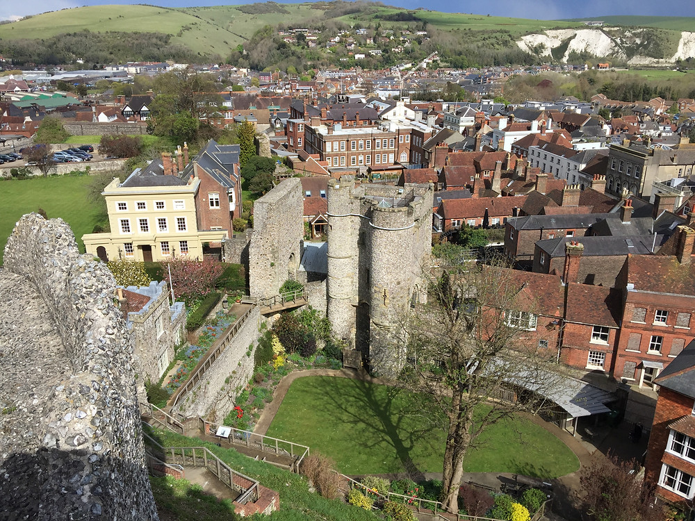White Lodge B&B visiting Lewes Castle