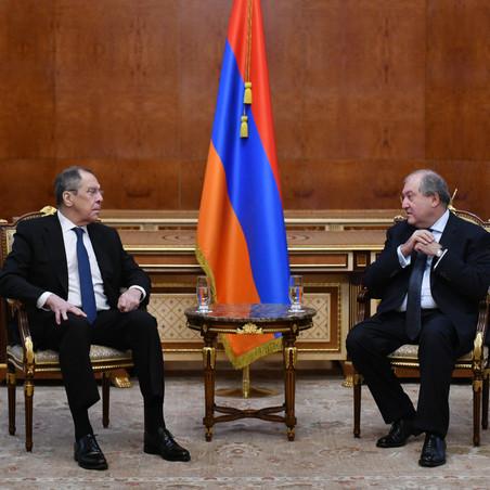 Երևանում Լավրովի հանդիպումների ժամանակ ռուսական դրոշի բացակայության թեման հասավ Ռուսաստանի ԱԳՆ