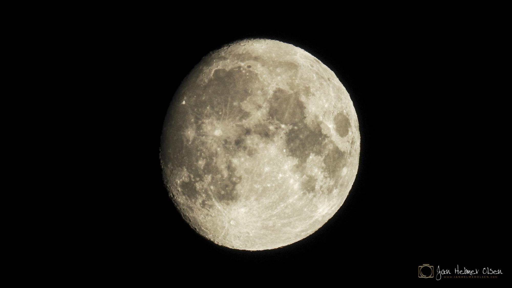 Mánnu, Månen
