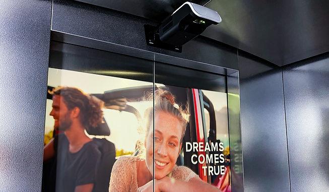 Реклама в лифтах рекламный проектор East