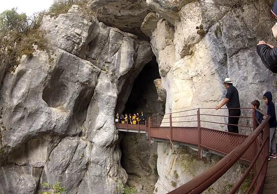 passerelle grotte basse