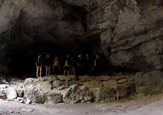 entrée grotte haute