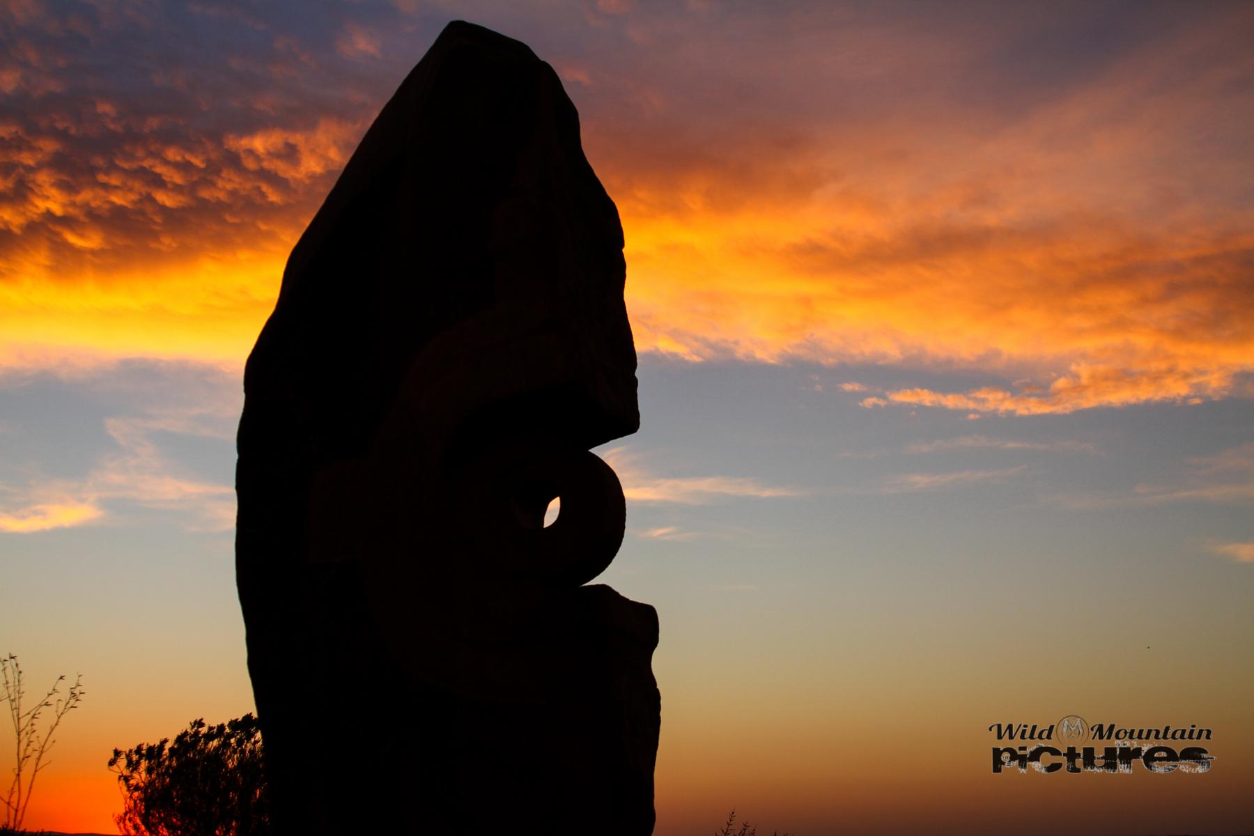 Skulptur At Sunset